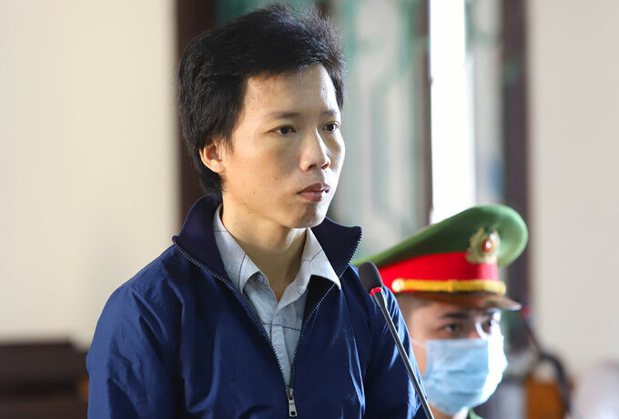 Lĩnh 8 năm tù vì cầm vỏ chai đánh vợ bất tỉnh