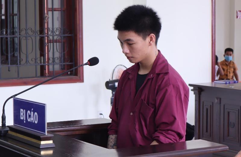 Đâm chết người vì mâu thuẫn bật đèn pha, thanh niên 20 tuổi lĩnh án