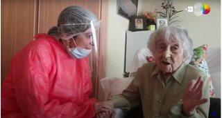 Cụ bà 113 tuổi chiến thắng Covid-19 dù không đi viện