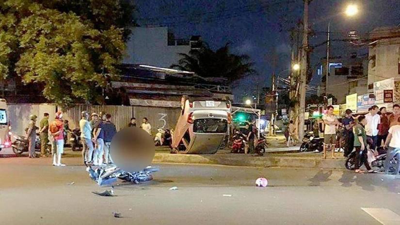 Ô tô lật ngửa, 1 người chết, 2 bị thương sau va chạm