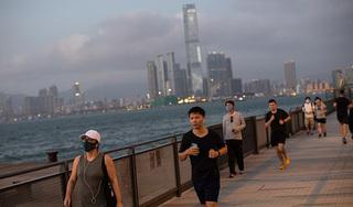 Nam thanh niên hỏng một lá phổi vì đeo khẩu trang đi bộ 4 km