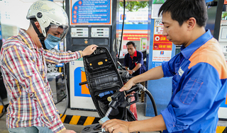 Giá xăng dầu hôm nay 15/5: Trong nước ổn định, thế giới tăng mạnh