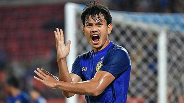 Tiền đạo Adisak Kraisorn tiết lộ muốn được thi đấu tại Việt Nam