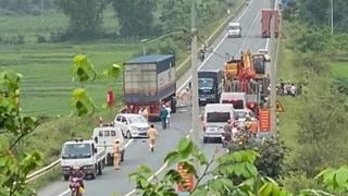 Container lấn làn tông hàng loạt xe chạy ngược chiều khiến nhiều người thương vong