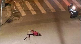 Hai băng nhóm ẩu đả trong đêm, một người bị chém rớt tay rồi tử vong