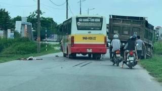 Tin tức tai nạn giao thông ngày 16/5: Xe máy đấu đầu xe tải, 1 người tử vong