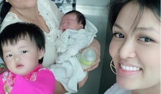 'Hoa hậu đông con nhất Việt Nam' gây tranh cãi với hành động cho con bú trong thang máy