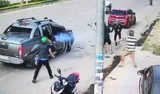 Hai nhóm giang hồ nổ súng khi hỗn chiến khiến 2 người đi đường trúng đạn