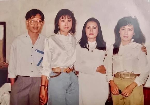 NSND Hồng Vân khoe ảnh thời trẻ bên Hồng Đào khiến dân mạng suýt xoa về nhan sắc
