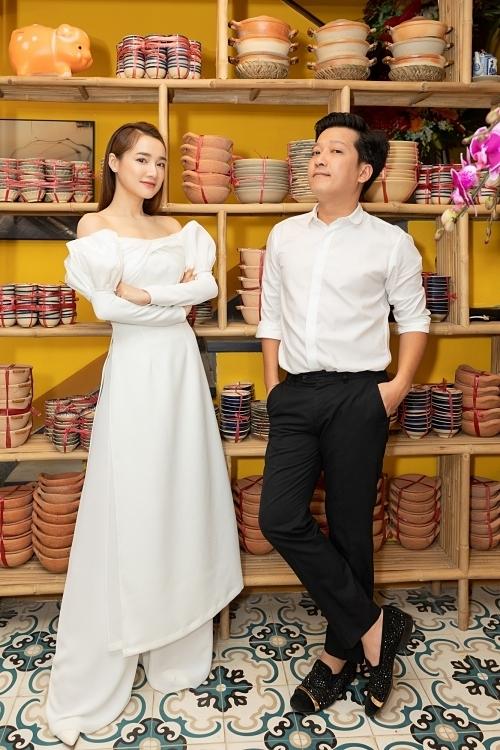 Dàn nghệ sĩ Việt đến chúc mừng Trường Giang - Nhã Phương khai trương nhà hàng mới