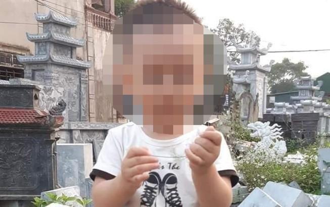 Bé trai 18 tháng mất mạng vì uống phải tinh dầu đèn đuổi muỗi