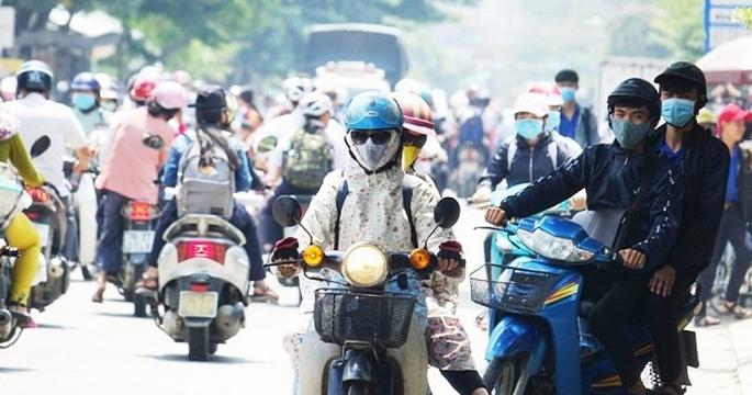 Vụ nữ sinh điều khiển xe máy chở 4 gây tai nạn: Bộ GDĐT ra văn bản chẩn chính