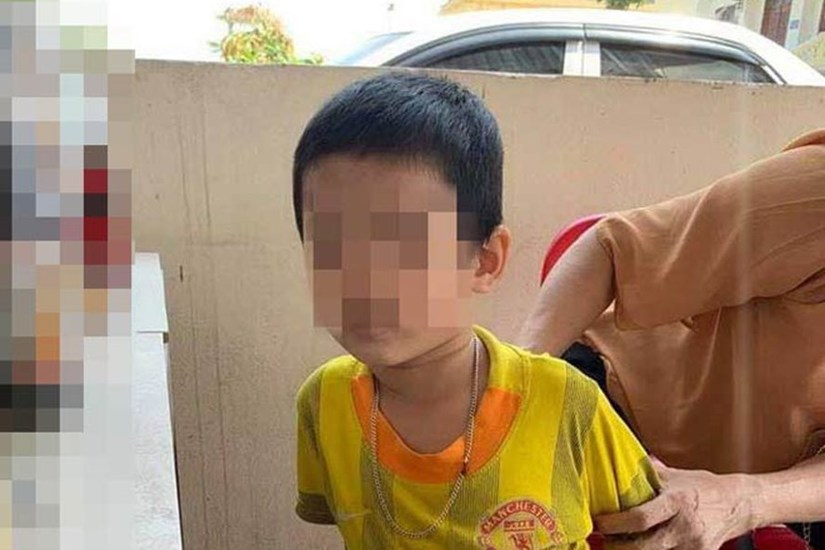 Mẹ đón bé trai bị bố bỏ lại tòa với bức thư 'tôi không đẻ, tôi không nuôi'