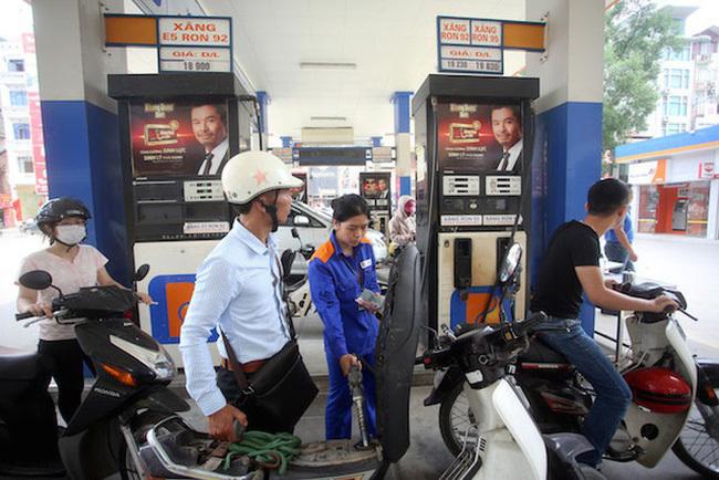 Giá xăng dầu hôm nay 20/5, giá dầu thế giới giao dịch quanh mức 30 USD/thùng