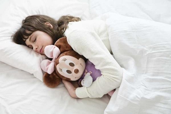 Vì sao nhiều người thích đắp chăn khi ngủ kể cả trời nóng