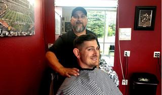 Người đàn ông lái xe hơn 1000 km để tìm tiệm cắt tóc