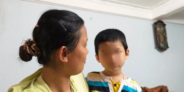 Bố mẹ của bé trai bị bỏ rơi tại trụ sở tòa án Bắc Giang đồng loạt lên tiếng