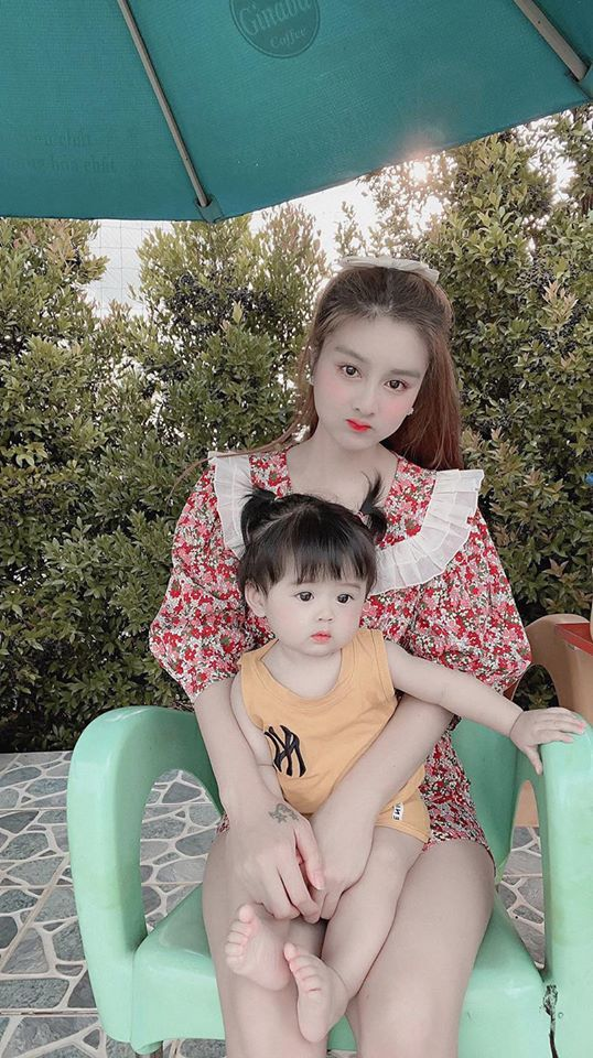 Con gái đầu lòng của cặp đôi nổi tiếng MXH gây sốt vì quá đáng yêu10