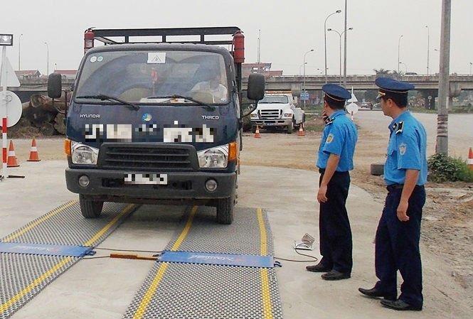 Hoàn tất truy tố 5 cán bộ thanh tra giao thông bảo kê logo 'xe vua' ở Hà Nội