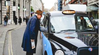 Hỏi hành khách câu đơn giản, tài xế taxi thay đổi cả tương lai của con trai