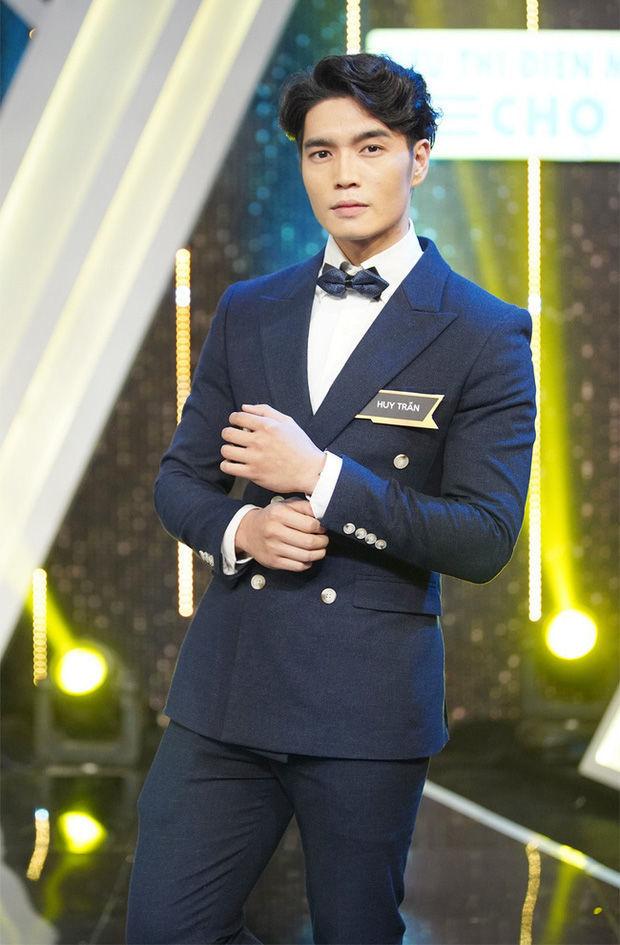 Lộ diện Bạn trai tin đồn của Hương Giang trong buổi ăn mừng Hòa Minzy