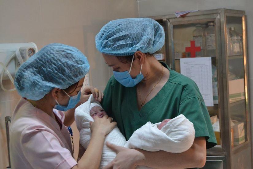 Cứu sản phụ sinh đôi thai IVF bị tiền sản giật nặng 2