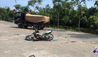 Va chạm với xe tải, 2 học sinh lớp 11 đi xe máy tử vong