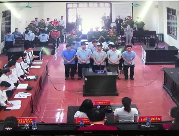 Tuyên phạt 15 bị cáo trong vụ gian lận thi cử Hòa Bình