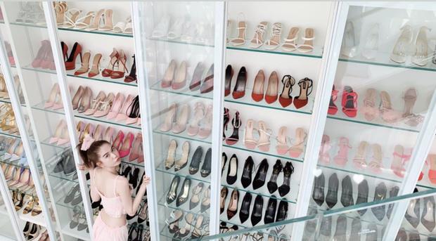 Choáng ngợp tủ giày 5 tỷ chạm nóc nhà của Ngọc Trinh