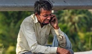 Cha bật khóc vì không đủ tiền về quê khi hay tin con vừa qua đời