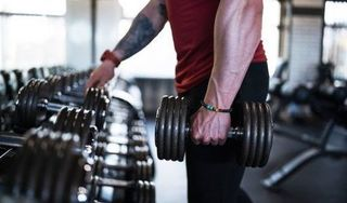 Tập gym có thực sự kiến nam giới yếu sinh lý?