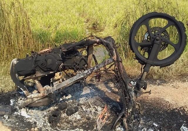 Bực tức vì mẹ yêu 'phi công trẻ', con trai tìm xe máy đốt cháy rụi