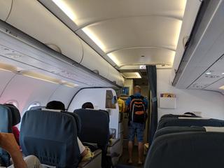 Tranh giành chỗ để hành lý còn lăng mạ tiếp viên, nam hành khách bị 'mời' khỏi chuyến bay