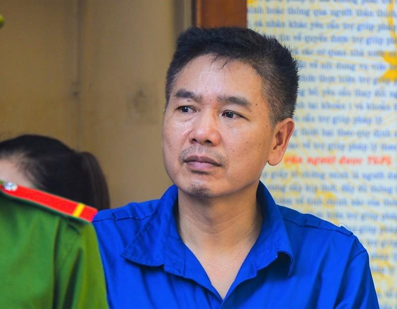 Nguyên Phó Giám đốc sở GD&ĐT Sơn La tiêu hủy đĩa CD ở nghĩa trang vì.. tiện đường