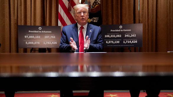 Tổng thống Mỹ Donald Trump nói 2 ngày nữa sẽ ngừng uống thuốc sốt rét