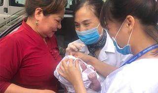 Hà Nội: Sản phụ vỡ ối trên taxi, tài xế nhanh trí rẽ ngay vào Trung tâm kiểm soát bệnh tật nhờ đỡ đẻ