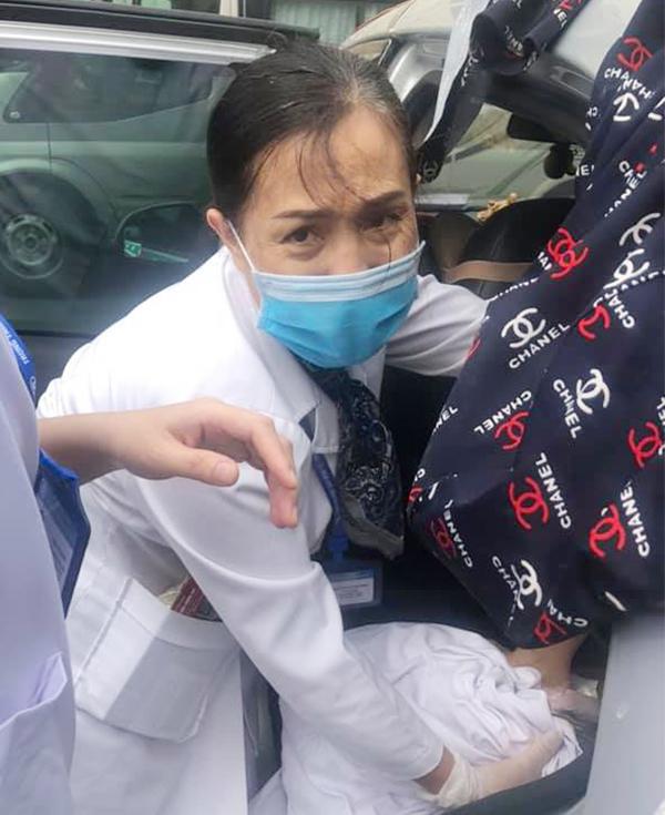 Hà Nội: Trên đường tới viện, sản phụ vỡ ối đẻ ngay trên taxi