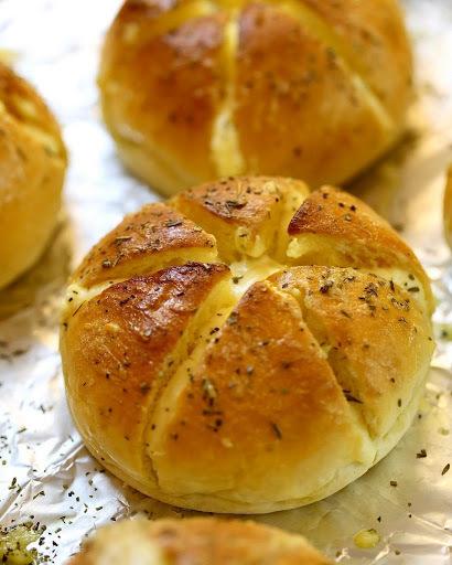 Hướng dẫn làm bánh mì bơ tỏi cho bữa sáng