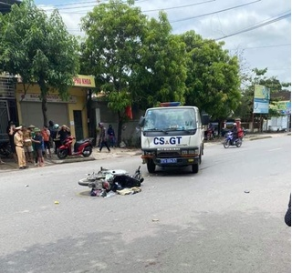 Tin tức tai nạn giao thông ngày 23/5: Va chạm với xe CSGT, 2 mẹ con nguy kịch