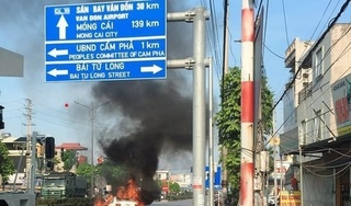 Toyota Vios đang chạy bỗng dưng bốc cháy ngùn ngụt