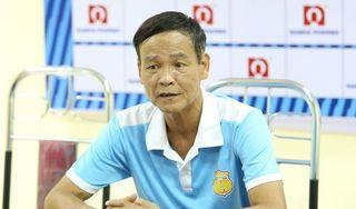 HLV Nguyễn Văn Dũng đã phản pháo người đồng nghiệp Lee Tae Hoon
