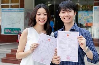 Á hậu Thúy Vân hạnh phúc đi đăng kí kết hôn cùng bạn trai doanh nhân
