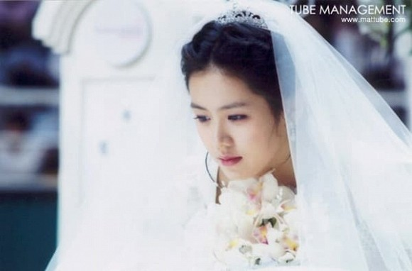 Bộ ảnh hiếm hoi 20 năm trước của Son Ye Jin bất ngờ hot trở lại