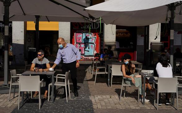 Tây Ban Nha đón du khách trở lại du lịch trong tháng 7