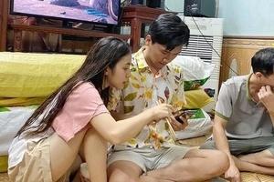 Giữa nghi vấn hẹn hò, Xuân Nghị vui vẻ dùng bữa cùng gia đình Trần Vân