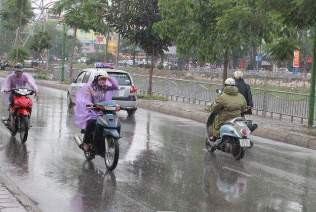 Tin tức thời tiết ngày 27/5/2020, Bắc Bộ có mưa dồng, Nam Bộ nắng nóng