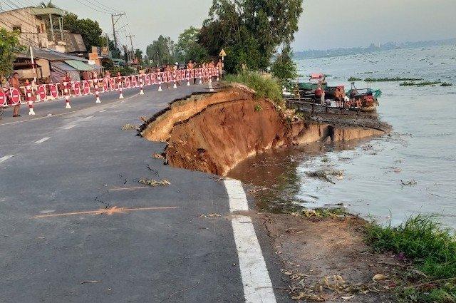 Quốc lộ 91 sạt lở xuống sông Hậu, di dời khẩn cấp dân cư