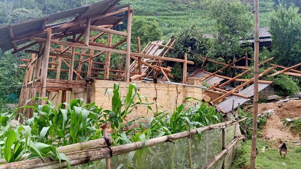 Tin tức trong ngày 27/5, mưa lốc trong đêm gây hại nặng nề tại Lào Cai