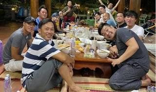 Nghệ sĩ Hoài Linh gây chú ý trong khoảnh khắc hiếm hoi hội ngộ đồng nghiệp tại nhà thờ Tổ