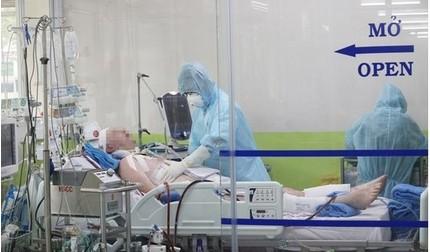 Tổng Lãnh sự Anh cảm ơn y bác sĩ đã cứu chữa cho phi công nhiễm Covid-19